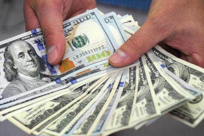 Caída del salario: el sueldo mínimo perdió más de 200 dólares en los últimos dos años y medio