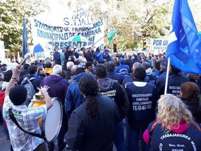 Masiva movilización de trabajadores municipales en Luján