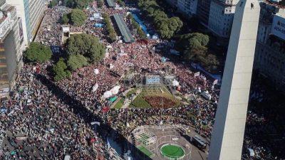 Una multitud se concentró en el Obelisco contra el regreso al FMI