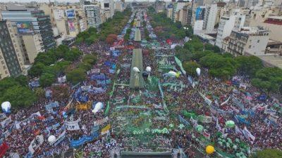 25M contra el FMI: gran convocatoria y expectativa para el acto del 25 de mayo en el Obelisco
