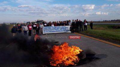 Trabajadores municipales de Frontera cortan la ruta