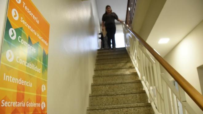 Los funcionarios de Fernández Oro no podrán tener familiares en el municipio