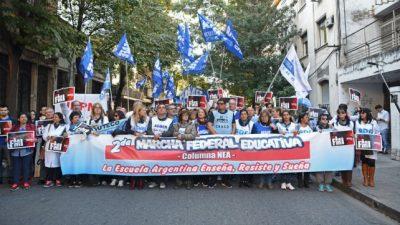 Una multitud recibió en Rosario a la marcha federal educativa