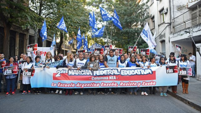 Una multitud recibió en Rosario a la marcha federal educativa