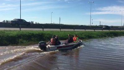 El intendente de Pilar simuló recorrer zonas inundadas pero estaba en una zanja en la ruta 8