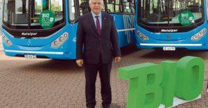 El gobernador de Santa Fe firmó el convenio por el cual los colectivos urbanos usarán biodiesel