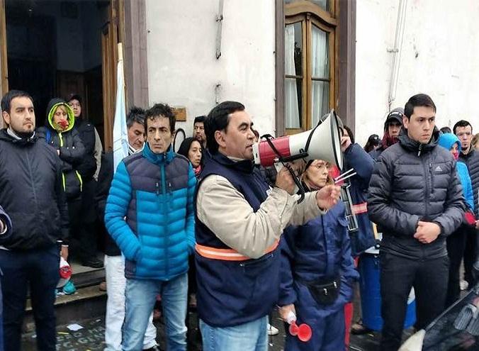 """Pedro Mansilla sobre el paro municipal en Río Gallegos: """"Nos vamos a ir con plata en el bolsillo o cagados a palos con los milicos"""""""