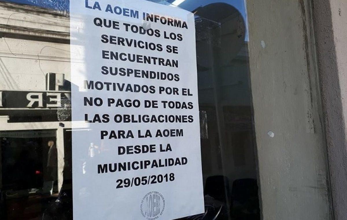 Descuentan aportes a municipales correntinos, pero el gremio cortó los servicios y apuntó al intendente