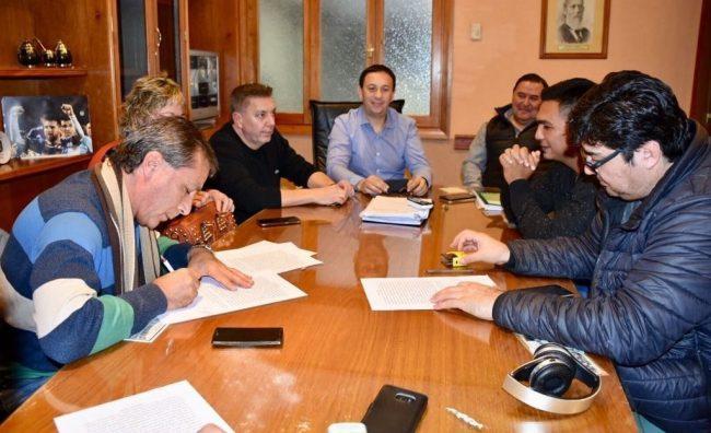 Acordaron aumento del 17% para los municipales de Trelew