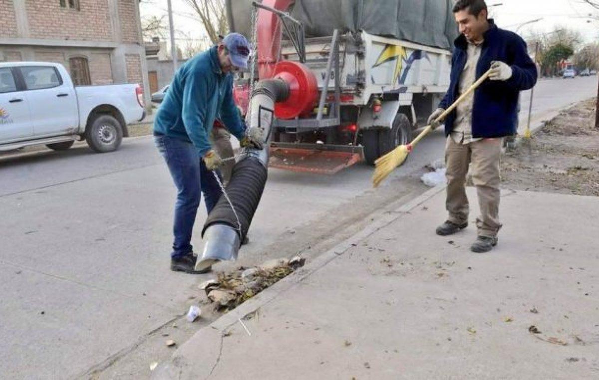 Rivadavia (Mendoza) presentó una aspiradora de hojas diseñada por empleados municipales
