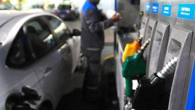 """Mientras trabajadores paran contra el """"techo salarial"""" aumentan nafta, transporte y prepagas"""