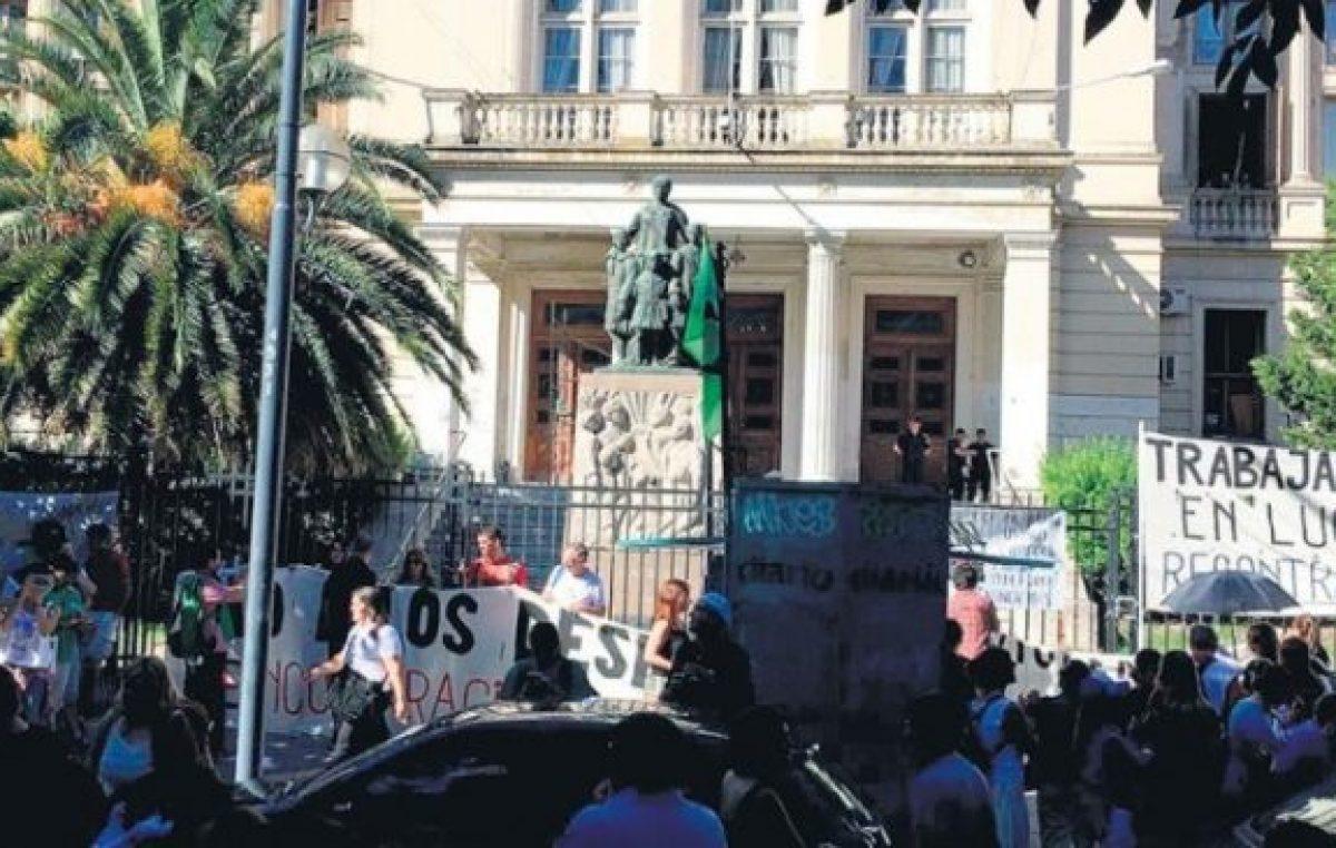 """Insólito: El Ministro de Trabajo bonaerense dice que """"no enfrenta situaciones de despidos masivos"""" en la Provincia"""