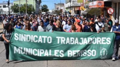"""Berisso recibió un """"adelanto"""" para pagar aguinaldos, pero otros municipios lo hicieron con sus fondos"""