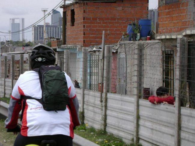 ¿Cómo es alquilar en villas porteñas? Precios exorbitantes para viviendas sin servicios
