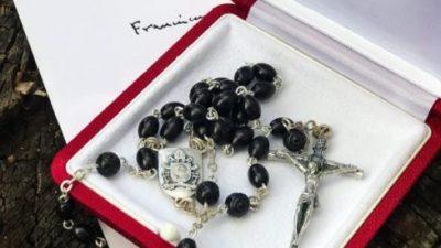 Elecciones en Brasil: el Papa Francisco le envió un rosario al ex presidente Lula Da Silva