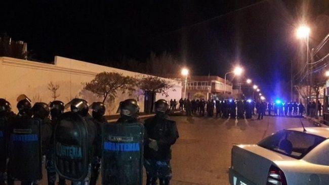 El mundial de la represión: balas de goma y gases lacrimógenos contra los docentes de Chubut