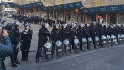 Ciudad militarizada: desmesurado despliegue policial por los despidos en la Agencia Télam