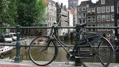 El gobierno holandés remunerará a empleados que vayan en bicicleta al trabajo