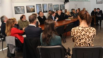 Gobierno, intendencias y trabajadores municipales de Uruguay firman acuerdo laboral sin antecedentes en América Latina
