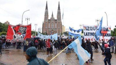 La Plata: Para frenar la crisis, Garro ampliará la ayuda social destinando servicios y obras para cooperativas