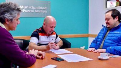 El intendente de Madryn firmó el contrato para la refuncionalización del Economato Municipal