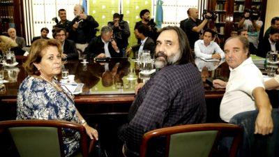 Informe sostiene que con los anticipos salariales, Buenos Aires le paga a docentes hasta 6.500 pesos menos