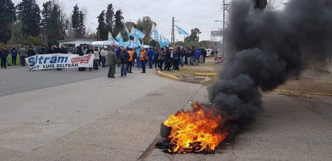 Concentración y Corte de Ruta por despidos en la Municipalidad de Beltrán