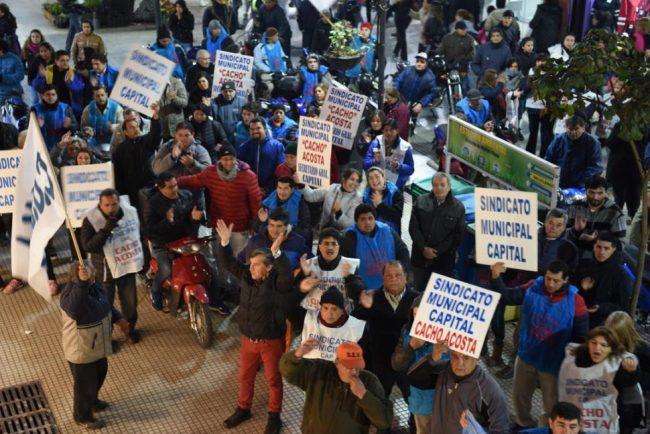 El gremio municipal de Tucumán y la intendencia se enfrentan y cruzan acusaciones políticas