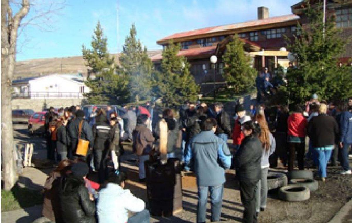 Trabajadores municipales de Río Turbio endurecen medidas de fuerza