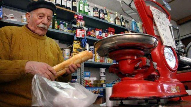 A raíz de la crisis, el consumo de productos masivos cayó 9% en el último bimestre