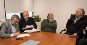 Adelantan pago de la suba a municipales en Lanús