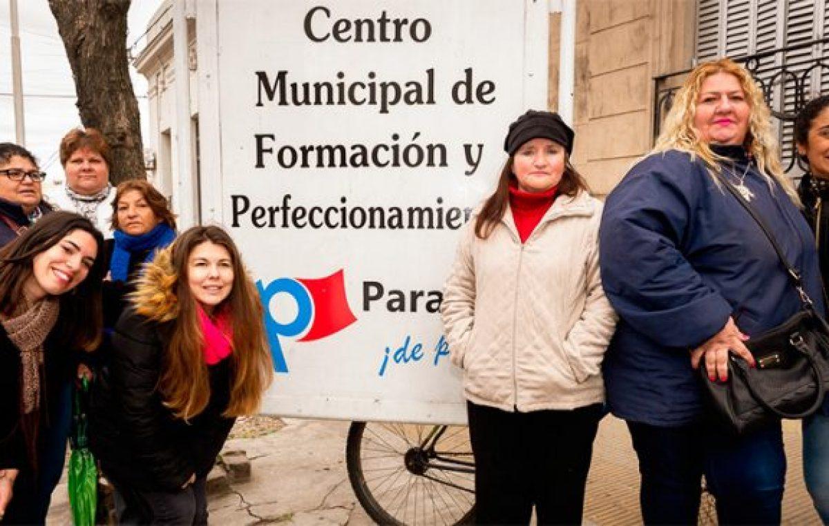 Se gradúan 45 municipales de Paraná que completaron sus estudios secundarios