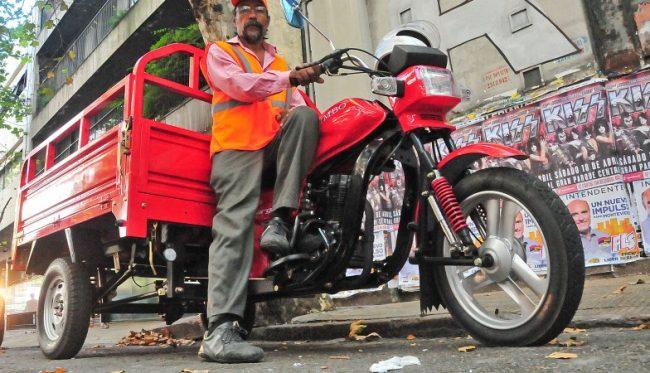 El Municipio de Concordia entregó 10 motocarros que reemplazarán a caballos