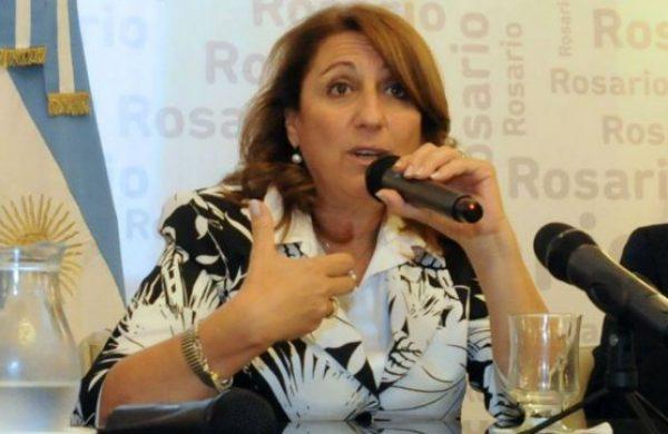 La intendenta de Rosario aseguró que con el fin del fondo sojero se castiga al interior