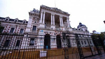 """Alerta entre los gremios bonaerenses por un plan del Gobierno para """"desfinanciarlos"""""""