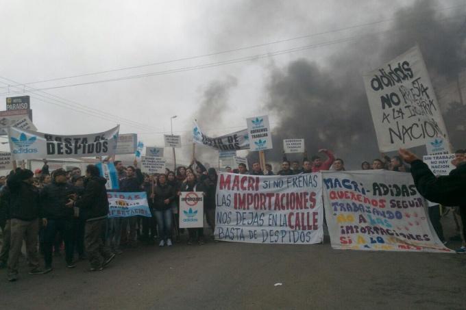 Se profundiza la crisis del calzado: Adidas despidió a 660 trabajadores de Esteban Echeverría