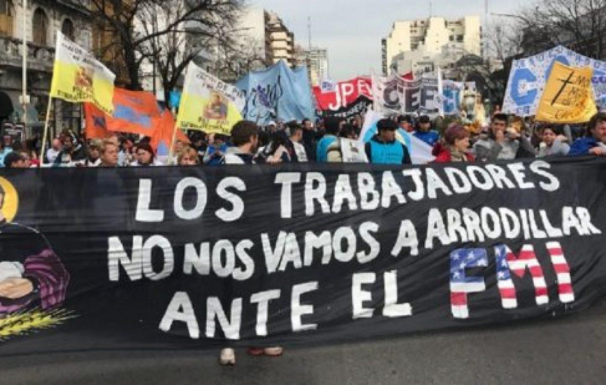 San Cayetano: masiva marcha en la Plaza de Mayo contra el ajuste de Macri y el FMI