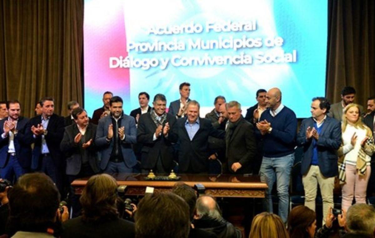 Según la Provincia, firmaron el Pacto Fiscal 350 municipios cordobeses