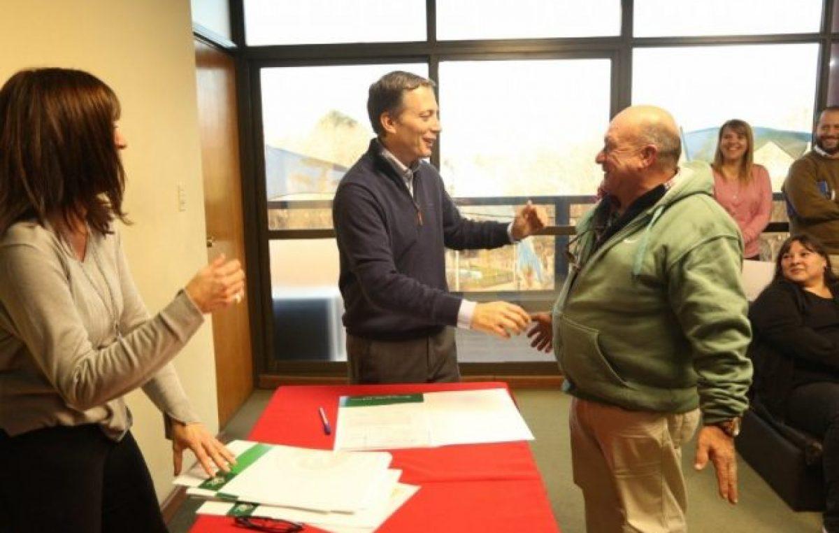 Pasan a planta permanente a empleados municipales de Esteban Echeverría