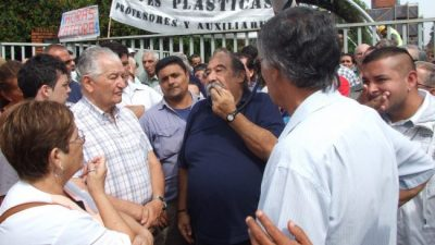 Municipales de Lanús también piden reabrir la paritaria