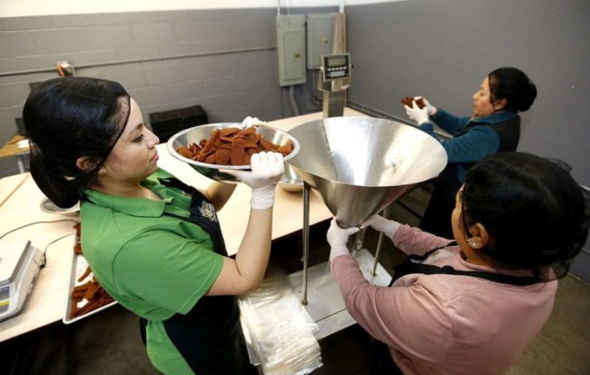 Crearán en Ullum (San Juan) una fábrica comunitaria para reactivar la mano de obra femenina