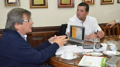 El intendente de Pellegrini adelantó aumento salarial a municipales