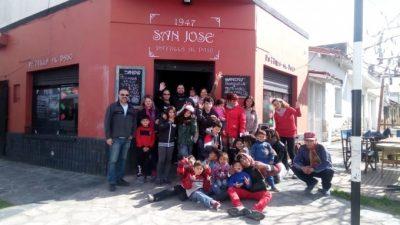 Solidaridad frente a la crisis: una parrilla de Mar del Plata organiza almuerzos para chicos que asisten a comedores