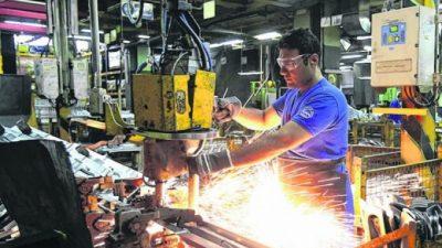 No da respiro: la industria registró su tercera caída consecutiva, en julio cayó 5,7 por ciento