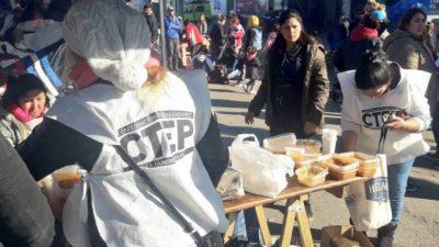 Mar del Plata: la Policía reprimió a manifestantes que pedían agua para cocinar un guiso popular