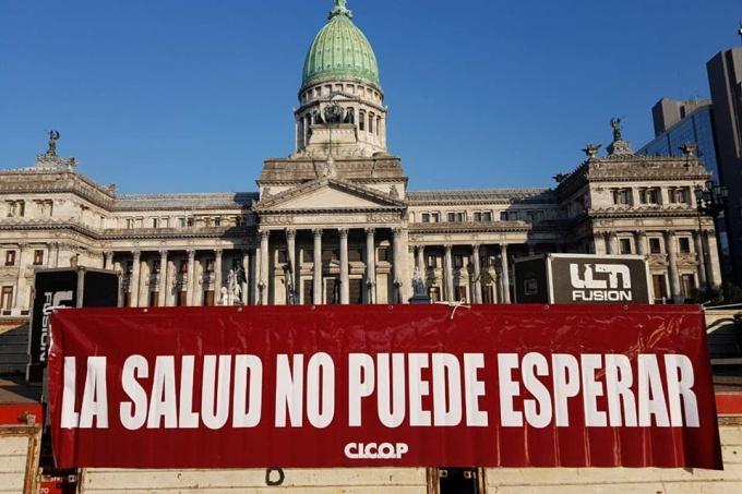 """Ajuste para pocos: el Ministerio de Salud bonaerense gastó 800 mil pesos en """"tostaditos de jamón y queso"""""""