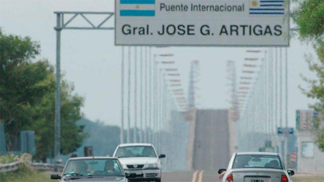 Por la devaluación, imponen límites a las compras de los uruguayos en Argentina
