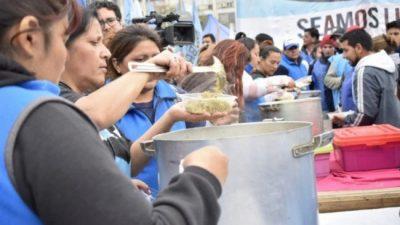 """Jornada de ollas populares bajo la consigna """"Hambre no"""": """"Está en riesgo la paz social"""""""