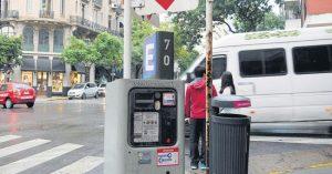 La invasión de los parquímetros en los barrios porteños