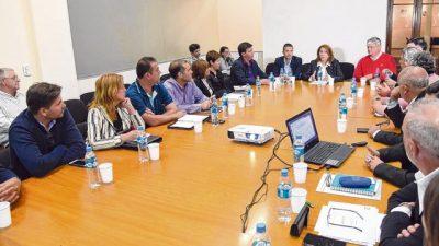"""La intendenta de Rosario advirtió que """"sin subsidios, el boleto de colectivos se iría a 30 pesos"""""""
